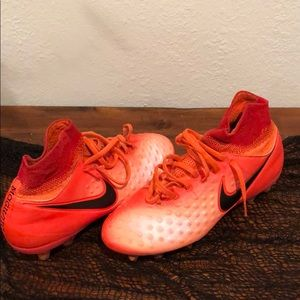 Youth soccer cleats